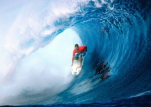 Surfers-in-pipe-390x279